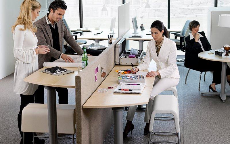 Kancelársky nábytok na prácu postojačky