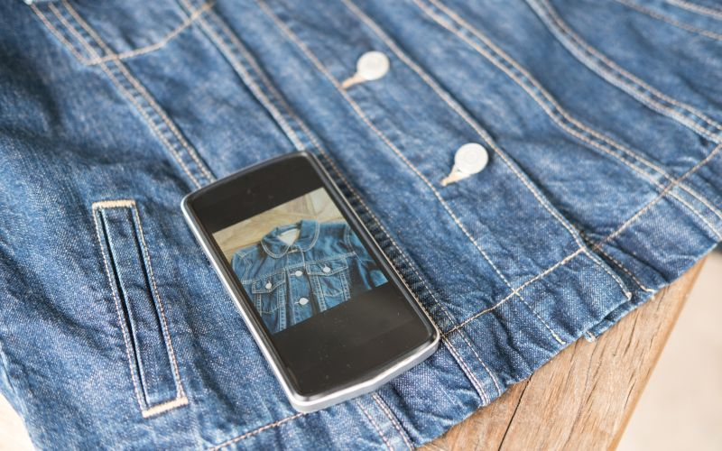 Predaj oblečenia cez Facebook Marketplace