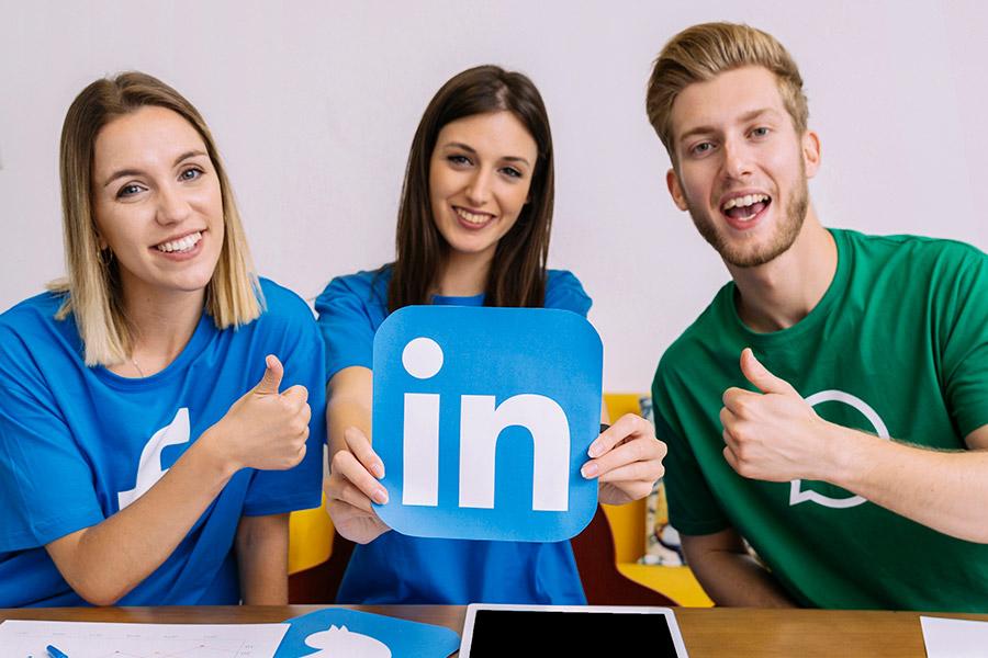LinkedIn je sociálna sieť pre profesionálov.